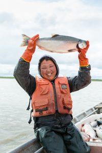 Wir stellen euch Maxine vor, unsere Lachsfischerin aus Alakanuk